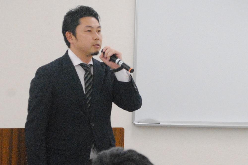 青年委員会で挨拶する田邉敏之青年委員長