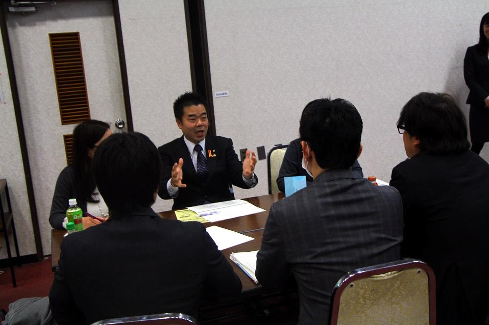 意見交換を行う三日月大造滋賀県知事