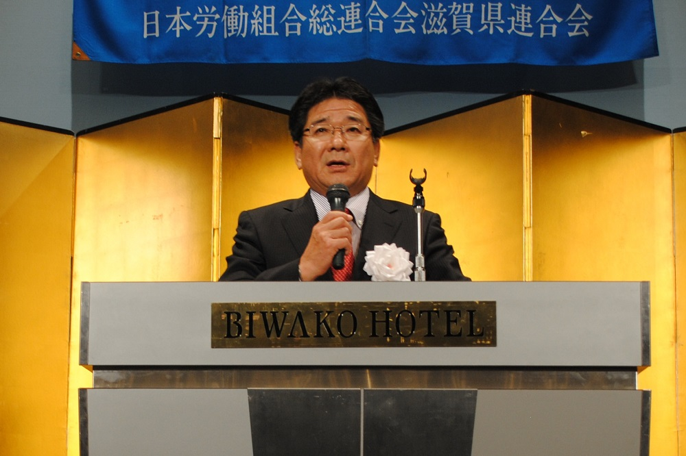 琵琶湖ホテルでの新春のつどいで挨拶をする連合滋賀山田清会長